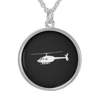 Noir volant de silhouette de couperet collier argent sterling