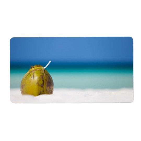 Noix de coco sur la plage étiquettes d'expédition