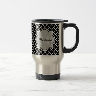Nom décoré d'un monogramme noir et blanc moderne mug de voyage