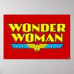 Nom et logo de femme de merveille affiches