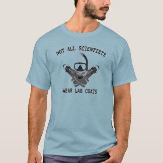 Non tous les manteaux de laboratoire d'usage de t-shirt