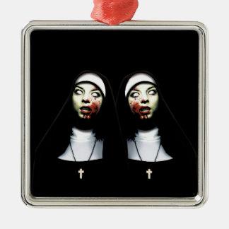 Nonnes d'horreur ornement carré argenté