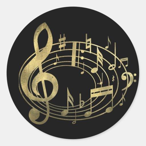 Notes musicales d'or dans la forme ovale adhésif rond