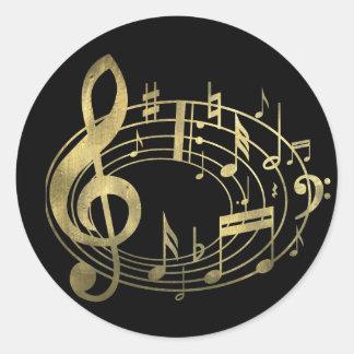 Notes musicales d'or dans la forme ovale sticker rond