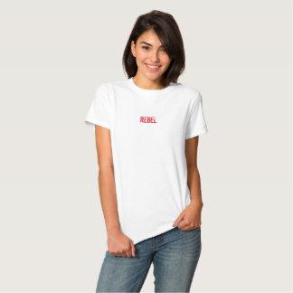 Notes sur le T-shirt de base des femmes de mur