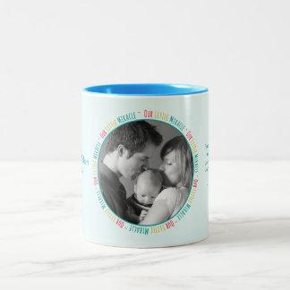 Notre petit miracle - photo faite sur commande/nom mug bicolore