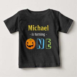 Notre peu de citrouille tourne un Halloween T-shirt Pour Bébé