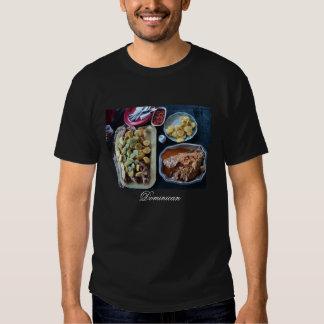 Nourriture dominicaine servie sur la plage t-shirts
