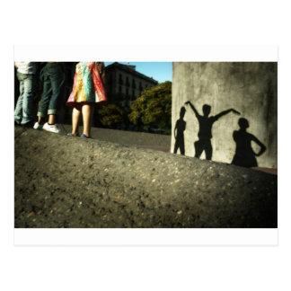 Nous encourageons, nous dansons, nous agissons carte postale