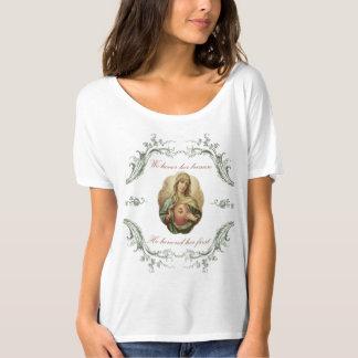 Nous honorons son T-shirt impeccable de Mary