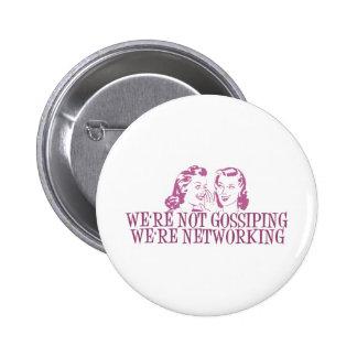 Nous sommes ne bavardant pas nous sommes rose de m badge avec épingle