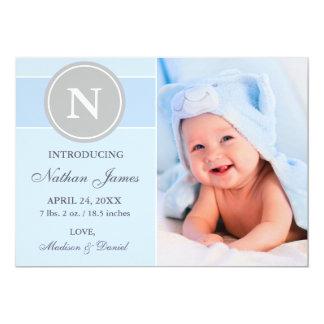 Nouveau bleu de faire-part de bébé de monogramme