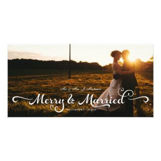 Nouveaux mariés épousant la calligraphie de carte