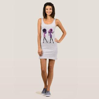 Nouvelle robe dans le magasin : avec les filles