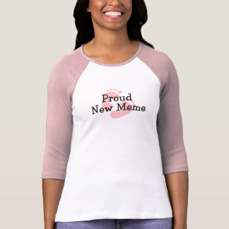 Nouvelles empreintes de pas fières de bébé de Meme T-shirt