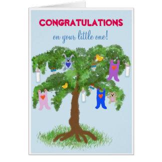 Nouvelles félicitations de bébé - arbre avec le carte de vœux