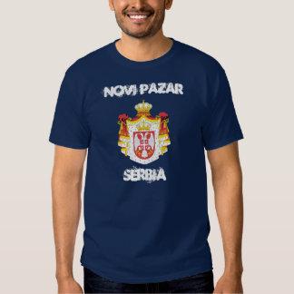 Novi Pazar, Serbie avec le manteau des bras T-shirts