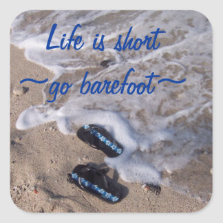 Nu-pieds à la plage ; diem de carpe autocollant carré
