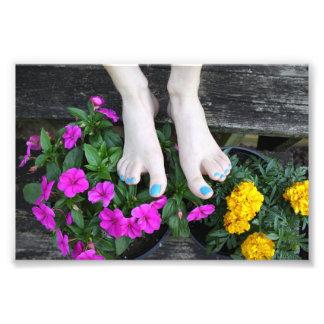 Nu-pieds avec la copie de photo de fleurs