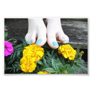 Nu-pieds avec la copie de photo de fleurs de jaune