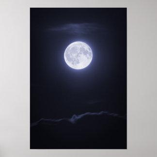 Nuage couvrant la pleine lune posters