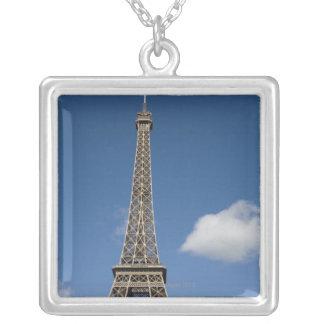 nuages blancs contre le ciel bleu derrière Eiffel Pendentif Carré