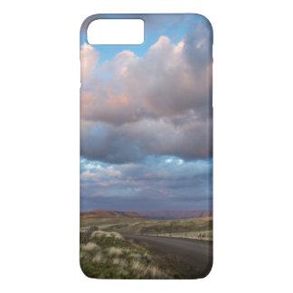 Nuages de coucher du soleil au-dessus de route de coque iPhone 7 plus