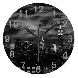 Nuages éthérés : Horizon de NYC, bâtiment BW Grande Horloge Ronde