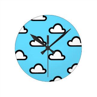 Nuages minimalistes horloge ronde