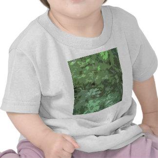 Nuances de camouflage abstrait vert de nature de t-shirt