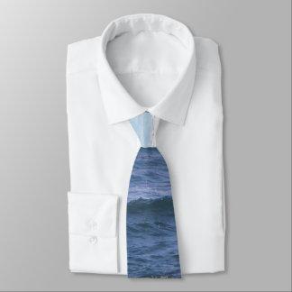 Nuances de cravate bleue de thème d'océan
