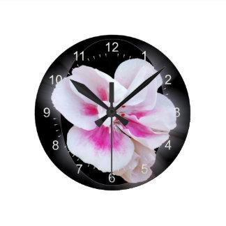 Nuances roses horloge ronde