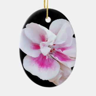 Nuances roses ornement ovale en céramique