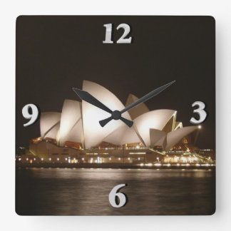 Nuit à l'opéra horloge carrée