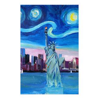 Nuit étoilée au-dessus de Manhattan avec la statue Papeterie