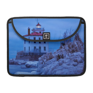 Nuit hivernale et glaciale au phare de port de poches pour macbook pro