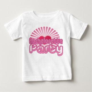 nuptiale mignon de coeur de partie rose de t-shirts