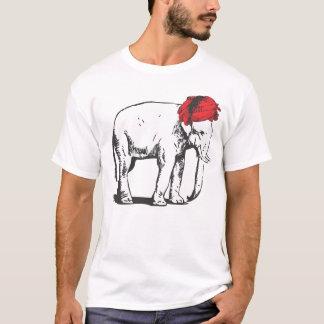 Objet superflu avec le T-shirt rouge de turban