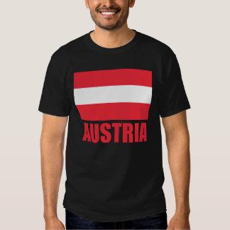 Obscurité rouge des textes de drapeau autrichien t-shirt