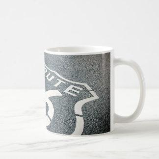 Obtenez vos éruptions sur l'itinéraire 66 mug blanc