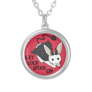 Obtenez votre spectre sur le collier de lapin -