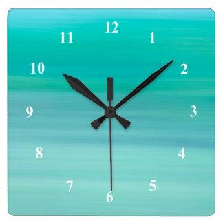 Océan calme vert et bleu bleu vert horloge carrée