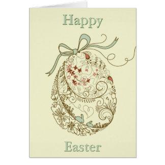 Oeuf de pâques avec les éléments floraux carte de vœux