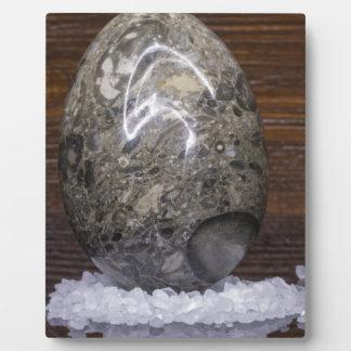 Oeuf en pierre impression sur plaque