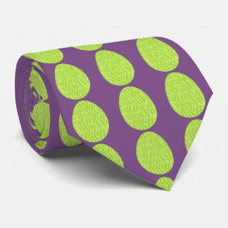Oeufs de pâques modelés de vert de ressort cravate