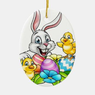 Oeufs et poussins de lapin de Pâques Ornement Ovale En Céramique
