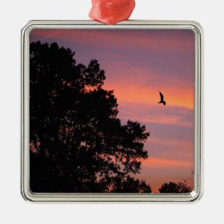 oiseau au coucher du soleil ornement carré argenté