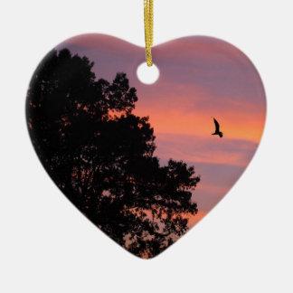 oiseau au coucher du soleil ornement cœur en céramique