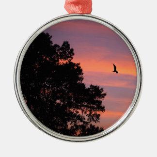 oiseau au coucher du soleil ornement rond argenté