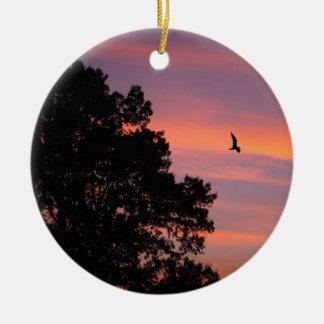 oiseau au coucher du soleil ornement rond en céramique